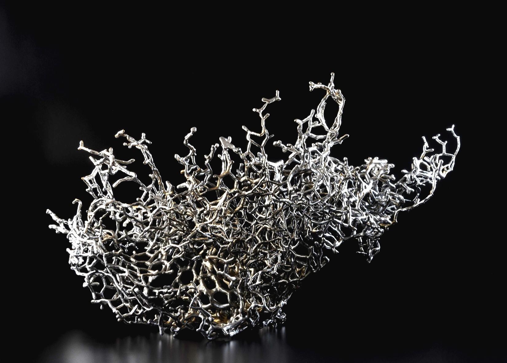 Deeper and Deeper, de l'artiste Julie Savard, Sculpture, acier, polyuréa, feuille d'argent et graphite, dimension : 17 x 24 x 19 po