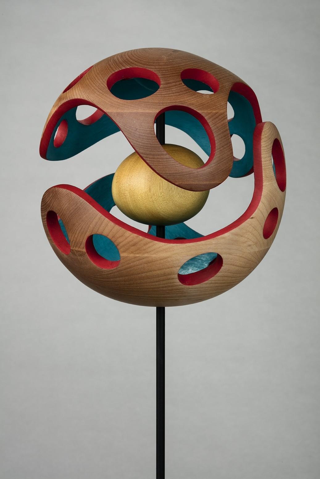 Terre des hommes 1967, de l'artiste François Lauzier, Sculpture, merisier, amarello, Création unique, dimension : 18 x 18 x 18 cm