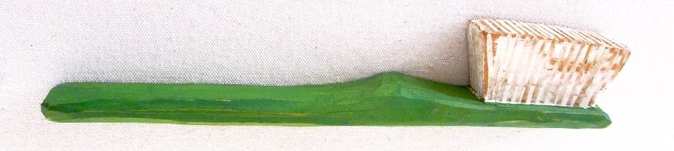 Aimant, Brosse à dents (verte), de l'artiste Alexandre Tardif, Décoration à placer sur une surface métallique, pièce faite de bois, tilleul