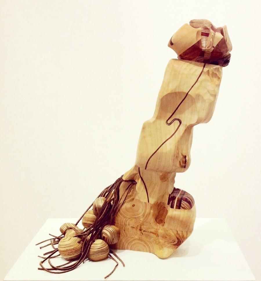 Ardeur des labeurs, de l'artiste Claudia Côté, Sculpture, bois et cuir, Création unique, dimension : 19.5 x 12 x 10 po