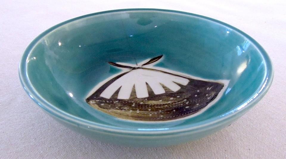 Bol assiette, aqua, # 7 petite,de l'artiste Créations Ratté, medium : céramique, objet utilitaire cuit à très haute température, résistant au four, au micro-onde et au lave-vaisselle , vue A