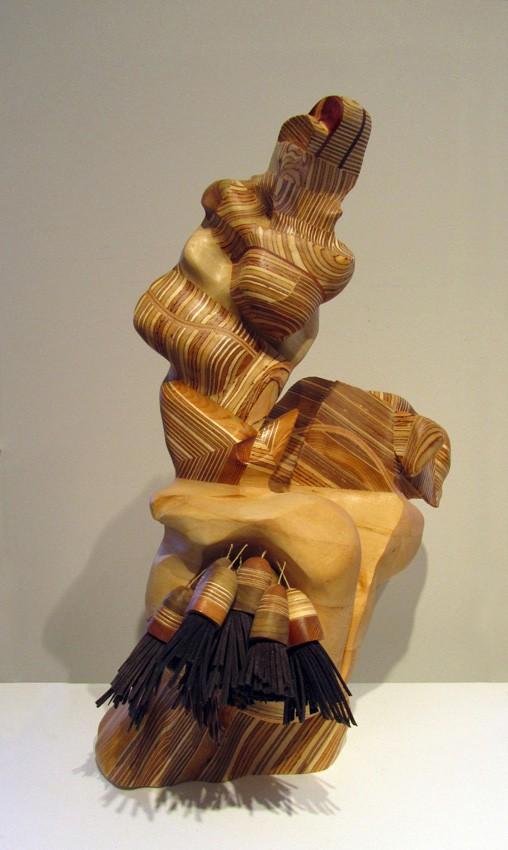Au creux du vent, de l'artiste Claudia Côté, Sculpture, bois et cuir, Création unique, dimension : 20.75 x 16 x 12 pouces