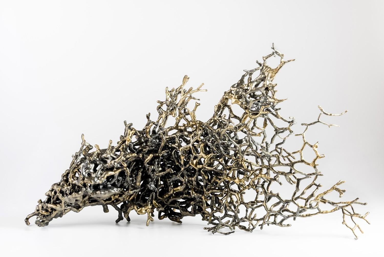 Deeper and Deeper V3, de l'artiste Julie Savard, Sculpture, acier, polyuréa, pigment micca graphite, dimension : 23.5 x 13 x 8 po