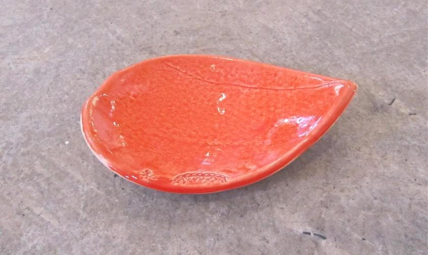 Dépose cuillère, # 11, rouge, de l'artiste Créations Ratté, medium : céramique, objet utilitaire cuit à très haute température, résistant au four, au micro-onde et au lave-vaisselle