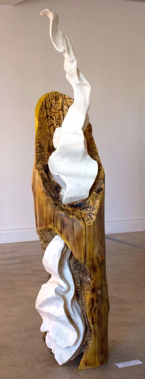 Écharpe, de l'artiste Bernard Hamel, Sculpture, bois épinette, Création unique, dimension : 64 1/2 po hauteur x 13 po x 13 po