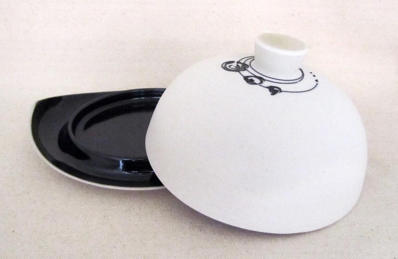 Beurrier, # 4, de l'artiste Elizabeth Hamel, medium : céramique porcelaine blanche