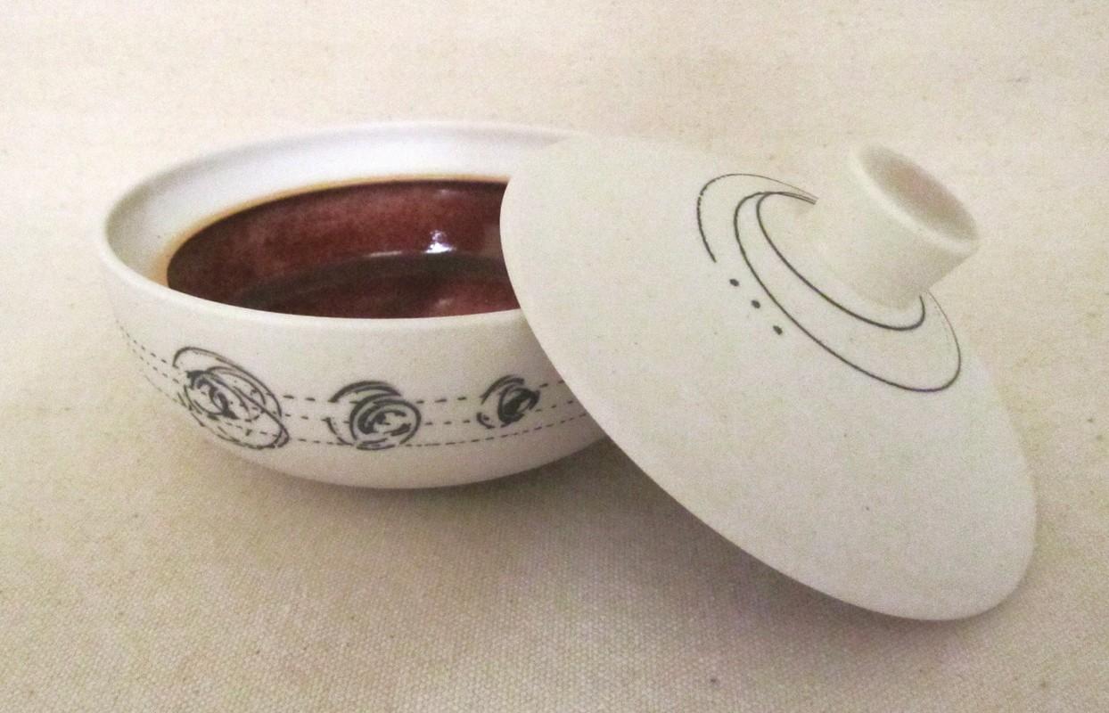Fleur de sel, # 3, de l'artiste Elizabeth Hamel, medium : céramique porcelaine blanche, dimension : 2.5 x 4 x 4 pouces, vue A