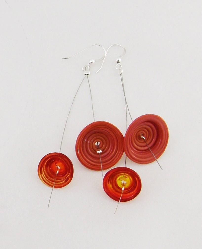 Boucles d'oreille, Folie rouge, de l'artiste Mun Muntadas, Matière première : verre au chalumeau