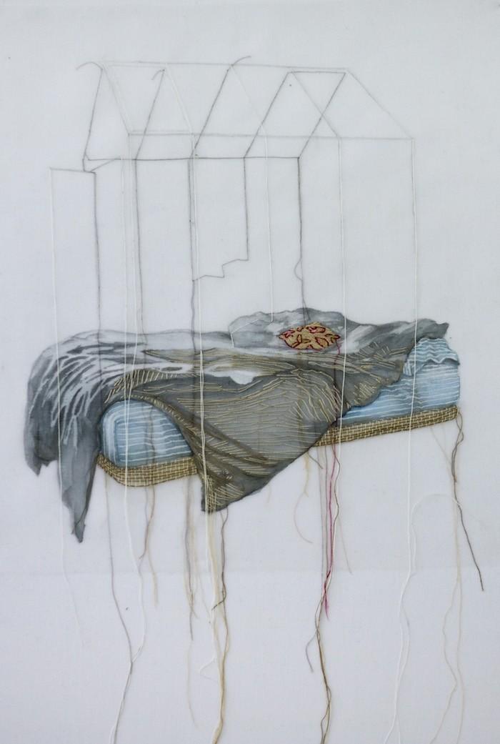 Habitat de rêve (o.encadrée), de l'artiste Marie-Pierre Lortie, Oeuvre sur soie, Encre, fil, soie organza, Création unique,dimension 28 x 13 pouces de largeur