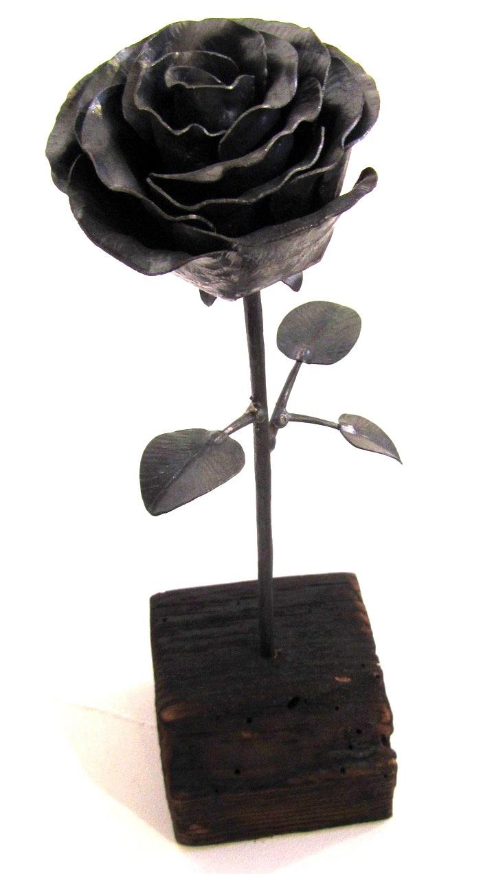 Rose no 4, de l'artiste Denis Lebel, Sculpture, Cuivre, base en bois, Création unique, dimension : 14 x 4 x 4 po