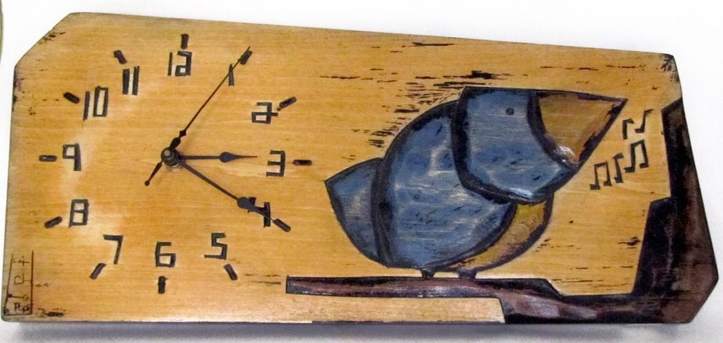 Horloge horizontale, format moyen, hblh-16, de l'artiste Alexandre Tardif, jaune, faite en bois, tilleul, format rectangulaire, fond blanc, dimension : 15.5 x 7.5 x 1 pouces de largeur, décoration fonctionnelle, 1 batterie 2A