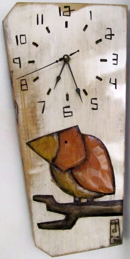 Horloge verticale, format moyen, hblv16-04, blanche, de l'artiste Alexandre Tardif, faite en bois, tilleul, format rectangulaire, fond blanc, dimension : 15.5 x 7.5 x 1 pouces de largeur, décoration fonctionnelle, 1 batterie 2A