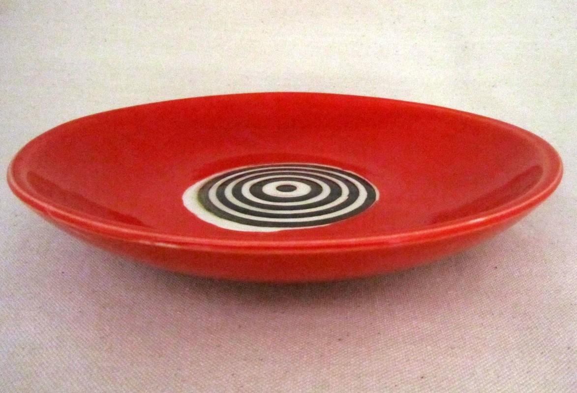 Bol assiette, rouge, # 29, de l'artiste Créations Ratté, medium : céramique, objet utilitaire cuit à très haute température, résistant au four, au micro-onde et au lave-vaisselle, vue A