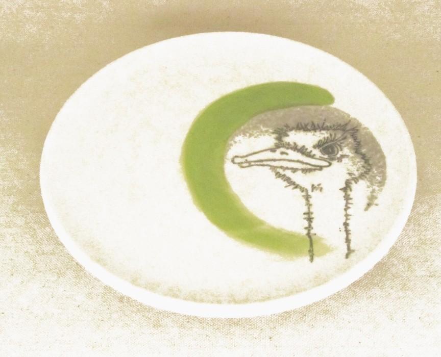 Assiette, no 7, de l'artiste Nancy Lavigueur, Poterie utilitaire semi-porcelaine, dimension : 8 pouces de circonférence, pièce vendue à l'unité