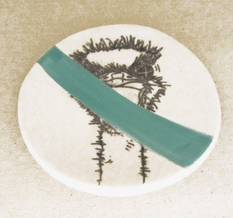 Repose-cuiller, no 14, de l'artiste Nancy Lavigueur, utilitaire en porcelaine, dimension : 15.5 pouces de circonférence, 4.75 pouces de diamètre, pièce vendue à l'unité