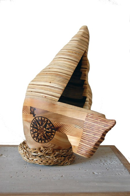 My Territory, de l'artiste Claudia Côté, Sculpture, contre-plaqué cèdre, dimension : 12 x 5.5 x 10 pouces de largeur, Création unique
