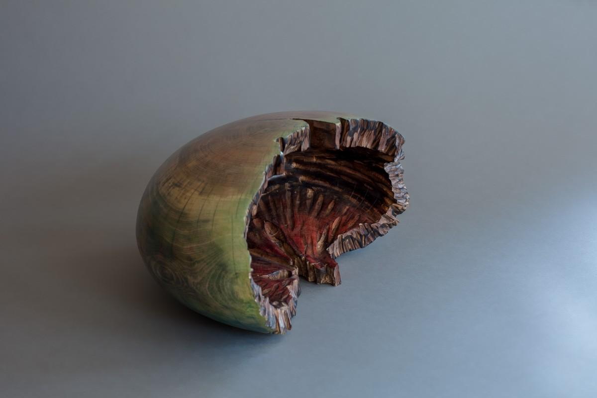 Oursin, de l'artiste Bernard Hamel, Sculpture, hêtre teinté, Création unique, dimension : 16 3/4 x 11 x 9 po