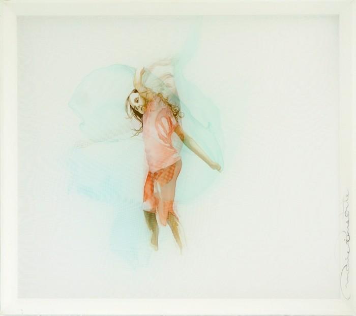 Petite danseuse (vert), de l'artiste Marie-Pierre Lortie, Oeuvre sur soie, encre, triple voile sur cadre, Création unique,dimension 32 x 35 pouces de largeur, vue A