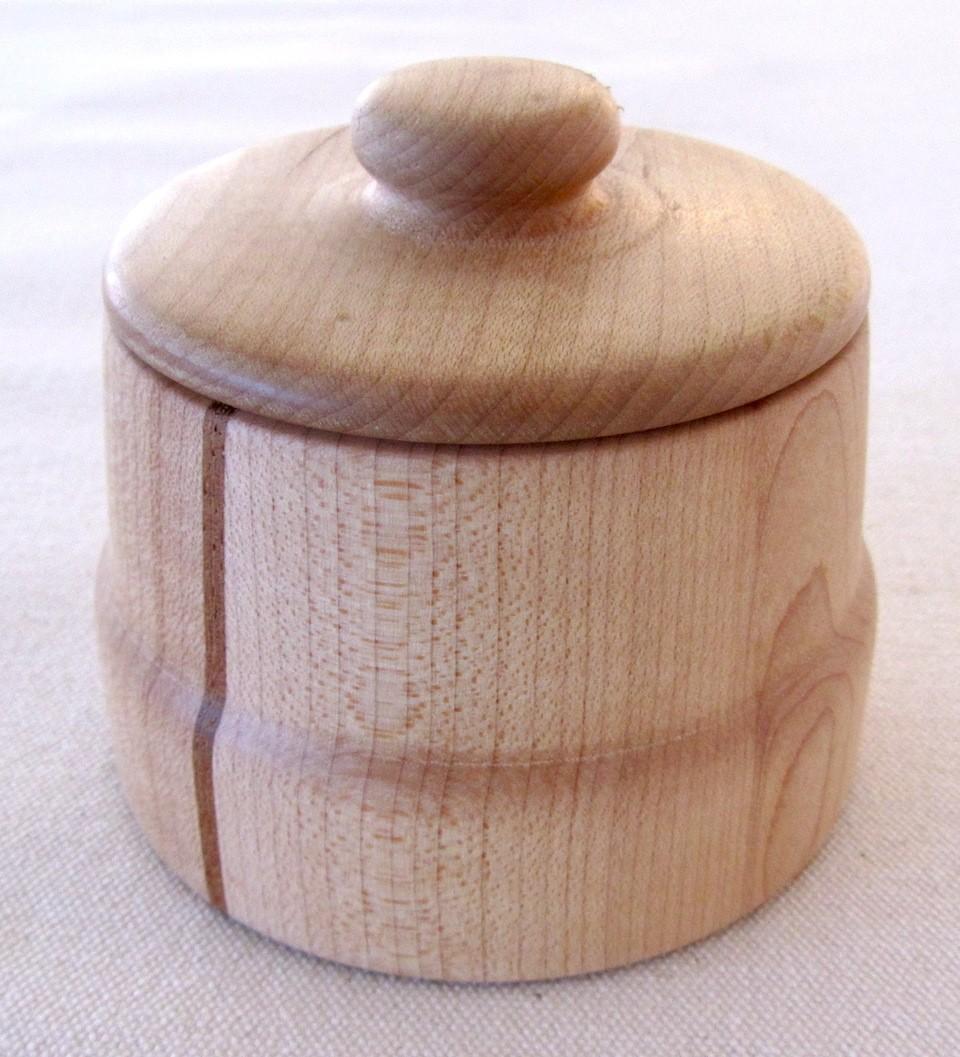 Pot fleur de sel, no 1, de l'artiste Richard Ouellet, pièce originale, faite d'érable et cerisier, 2 pièces, dimension : 3 x 3 x 3 po, vue A