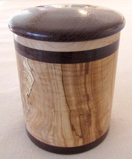 Pot, no 1, de l'artiste Richard Ouellet, pièce originale, faite de pommier coti, érable, amarante, 2 pièces, vue A
