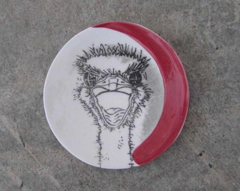 Repose-cuiller, no 26, de l'artiste Nancy Lavigueur, utilitaire en porcelaine, dimension : 15.5 pouces de circonférence, 4.75 pouces de diamètre, pièce vendue à l'unité