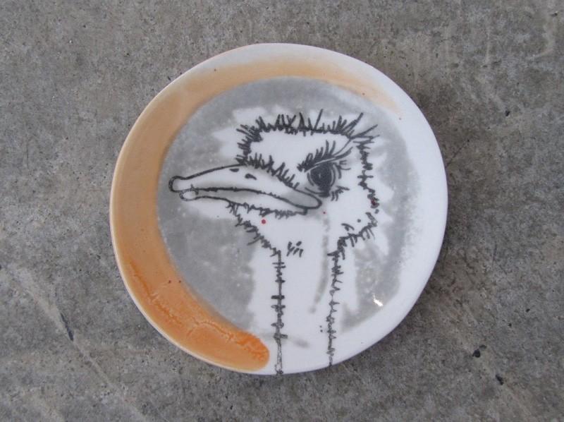 Repose-cuiller, no 28, de l'artiste Nancy Lavigueur, utilitaire en porcelaine, dimension : 15.5 pouces de circonférence, 4.75 pouces de diamètre, pièce vendue à l'unité