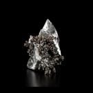 Éclosion V3, de l'artiste Julie Savard, Sculpture, Électro placage, aluminium coulé, dimension : 5 x 4.5 x 5 po, vue A