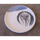 Assiette, no 3, de l'artiste Nancy Lavigueur, Poterie utilitaire semi-porcelaine, dimension : 8 pouces de circonférence, pièce vendue à l'unité
