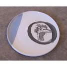 Assiette, no 5, de l'artiste Nancy Lavigueur, Poterie utilitaire semi-porcelaine, dimension : 8 pouces de circonférence, pièce vendue à l'unité