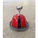Beurrier, no 2, de l'artiste Nancy Lavigueur, Poterie utilitaire semi-porcelaine, dimension : circonférence 15.75 po, diamètre 5 po, hauteur 6 po, pièce vendue à l'unité