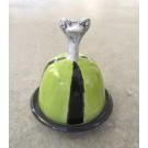 Beurrier, no 3, de l'artiste Nancy Lavigueur, Poterie utilitaire semi-porcelaine, dimension : circonférence 15.75 po, diamètre 5 po, hauteur 6 po, pièce vendue à l'unité