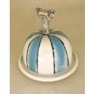 Beurrier, no 12, de l'artiste Nancy Lavigueur, Poterie utilitaire semi-porcelaine, dimension : circonférence 15.75 po, diamètre 5 po, hauteur 6 po, pièce vendue à l'unité