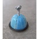 Beurrier, no 5, de l'artiste Nancy Lavigueur, Poterie utilitaire semi-porcelaine, dimension : circonférence 15.75 po, diamètre 5 po, hauteur 6 po, pièce vendue à l'unité