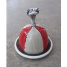 Beurrier, no 6, de l'artiste Nancy Lavigueur, Poterie utilitaire semi-porcelaine, dimension : circonférence 15.75 po, diamètre 5 po, hauteur 6 po, pièce vendue à l'unité