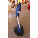 Bleu Hérissé, de l'artiste Claire-Alexie Turcot, Sculpture faite en cèdre, dimension : 43 x 15 x 29 pouces de largeur