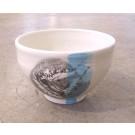 Bol autruche, no 20, de l'artiste Nancy Lavigueur, en semi-porcelaine, dimension : circonférence 19 po, diamètre 6 po, hauteur 3.75 po, pièce vendue à l'unité