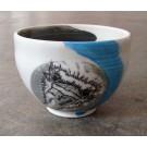 Bol autruche, no 40, de l'artiste Nancy Lavigueur, en semi-porcelaine, dimension : circonférence 15.5 po, diamètre 6 po, hauteur 6 po, pièce vendue à l'unité
