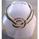 Collier Méli Mélo, no 34, de l'artiste Sandrine Giraud, Paris, Ce bijou modulable, toujours original, marie avec élégance la grâce des perles avec l'originalité des lignes résolument contemporaines.