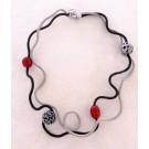 Collier OLIVE, no 46, de l'artiste Sandrine Giraud, Paris, Ce bijou modulable, toujours original, marie avec élégance la grâce des perles avec l'originalité des lignes résolument contemporaines. vue B