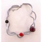 Collier PERLE DISCO, no 45, de l'artiste Sandrine Giraud, Paris, Ce bijou modulable, toujours original, marie avec élégance la grâce des perles avec l'originalité des lignes résolument contemporaines. vue B