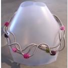 Collier PRIMAVERA, no 43, de l'artiste Sandrine Giraud, Paris, Ce bijou modulable, toujours original, marie avec élégance l'originalité des lignes résolument contemporaines.