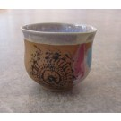 Gobelet-dentelle new, no 40, de l'artiste Nancy Lavigueur, en semi-porcelaine. Un endroit est prévu pour le pouce!  dimension : 3 po x 4 pouces de largeur, pièce vendue à l'unité