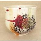 Gobelet-dentelle new, no 77, de l'artiste Nancy Lavigueur, en semi-porcelaine. Un endroit est prévu pour le pouce!  dimension : 3 po x 4 pouces de largeur, pièce vendue à l'unité