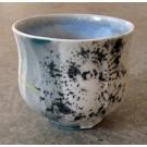 Gobelet-dentelle, no 12, de l'artiste Nancy Lavigueur, en semi-porcelaine. dimension : 3 po x 4 pouces de largeur, pièce vendue à l'unité