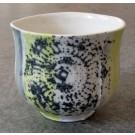 Gobelet-dentelle, no 14, de l'artiste Nancy Lavigueur, en semi-porcelaine. dimension : 3 po x 4 pouces de largeur, pièce vendue à l'unité