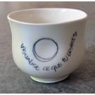 Gobelet-dentelle, no 15, de l'artiste Nancy Lavigueur, en semi-porcelaine. dimension : 3 po x 4 pouces de largeur, pièce vendue à l'unité