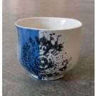 Gobelet-dentelle, no 2, de l'artiste Nancy Lavigueur, en semi-porcelaine. dimension : 3 po x 4 pouces de largeur, pièce vendue à l'unité