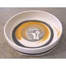 Grande assiette, no 5, de l'artiste Nancy Lavigueur, en semi-porcelaine, dimension : 13 pouces de circonférence, pièce vendue à l'unité, vue A