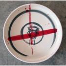 Grande assiette, no 6, de l'artiste Nancy Lavigueur, en semi-porcelaine, dimension : 13 pouces de circonférence, pièce vendue à l'unité