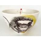 Bol autruche, no 56, de l'artiste Nancy Lavigueur, Terre blanche, semi-porcelaine, dimension : circonférence 17 po, diamètre 6 po, hauteur 3.75 po, pièce vendue à l'unité, vue A